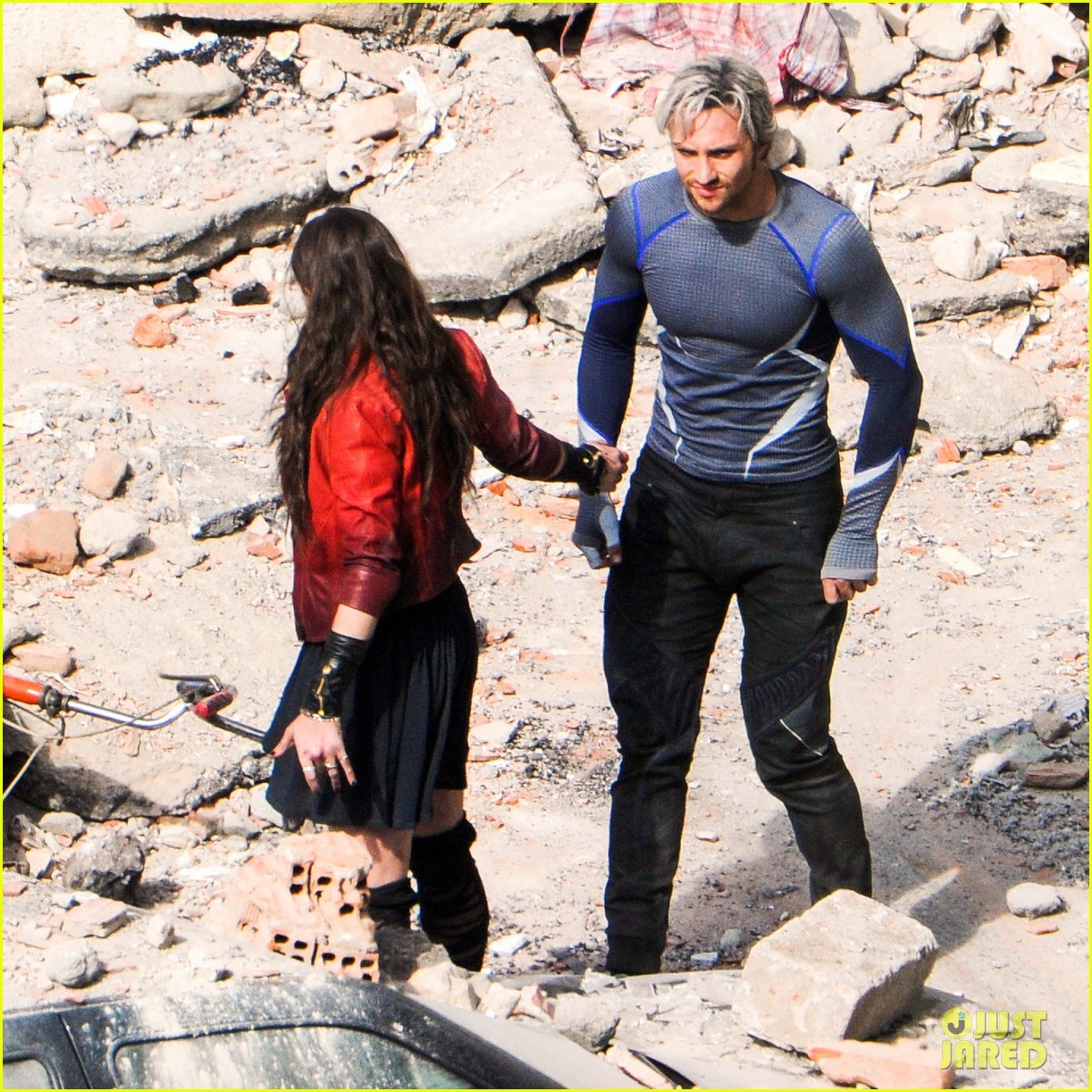 elizabeth olsen aaron taylor johnson more action packed avengers 2 pics 223078344