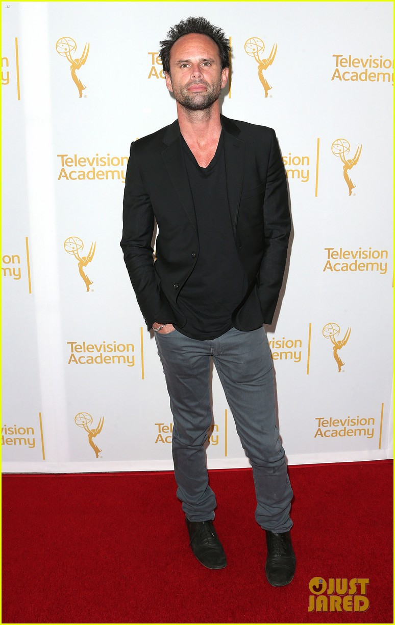 timothy olyphant steps out for an evening with the cast of justified 053075232