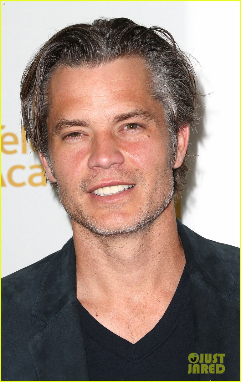 timothy olyphant steps out for an evening with the cast of justified 093075236