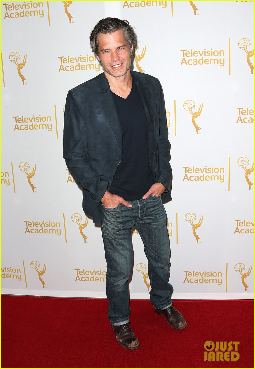 timothy olyphant steps out for an evening with the cast of justified 103075237