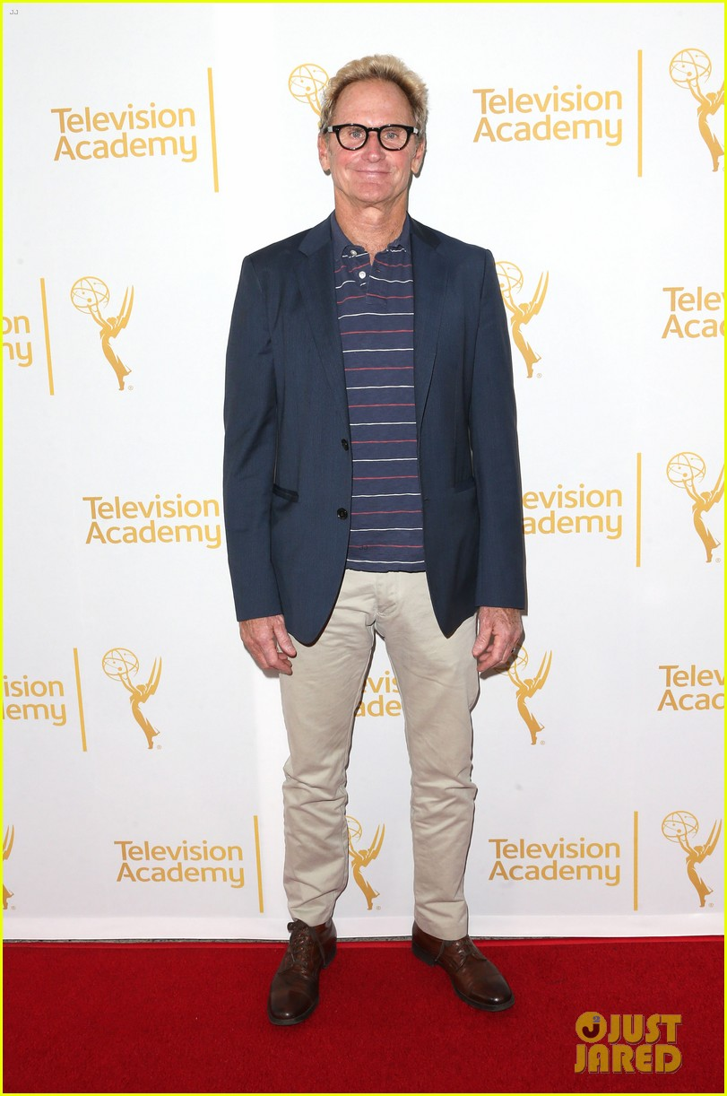 timothy olyphant steps out for an evening with the cast of justified 13