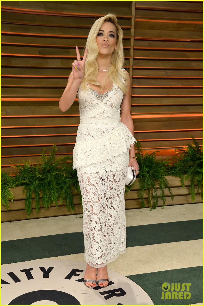 rita ora blonde bombshell at the vanity fair oscars party 2014 043064607