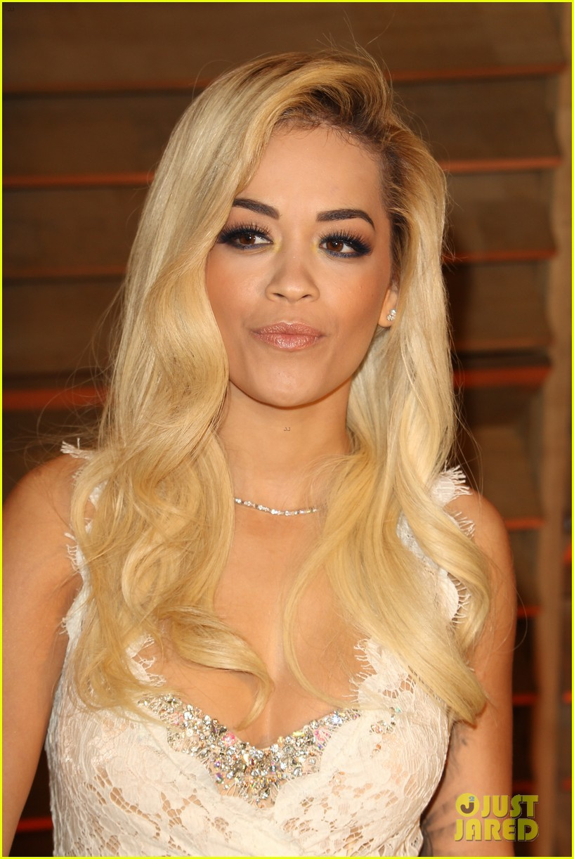 rita ora blonde bombshell at the vanity fair oscars party 2014 06