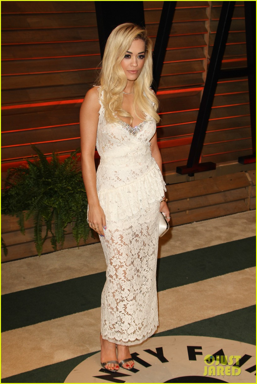 rita ora blonde bombshell at the vanity fair oscars party 2014 083064611
