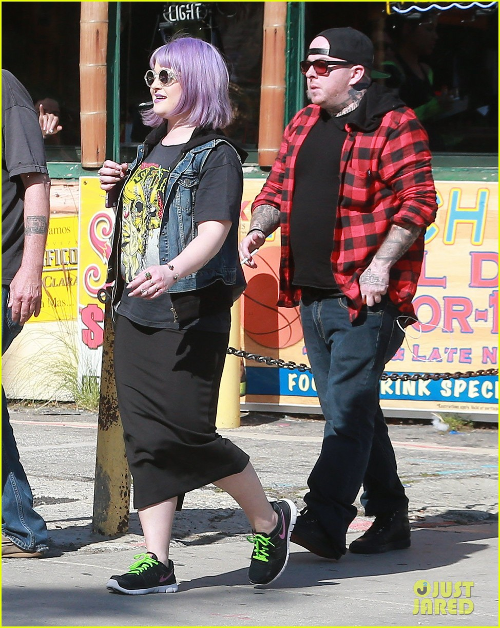 kelly osbourne gets back to her rocker roots in a misfits t shirt 093073230
