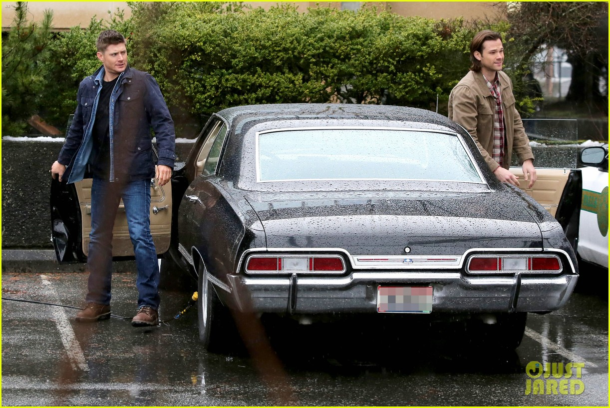jared padalecki jensen ackles work in the pouring rain 023066812