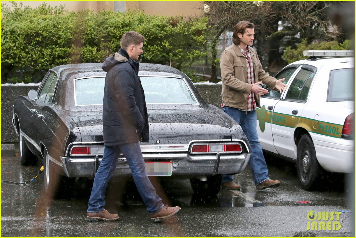 jared padalecki jensen ackles work in the pouring rain 093066819