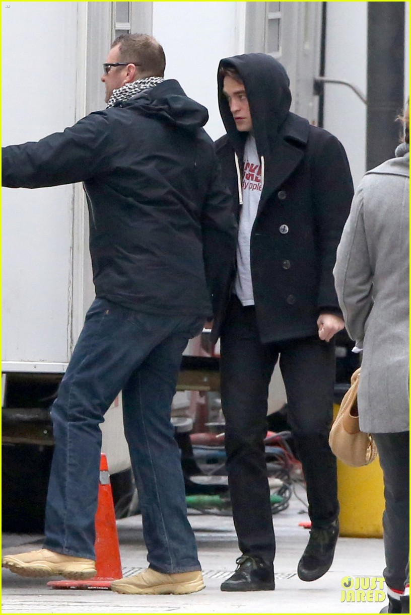 robert pattinson stands out in life even with a hoodie 013068436