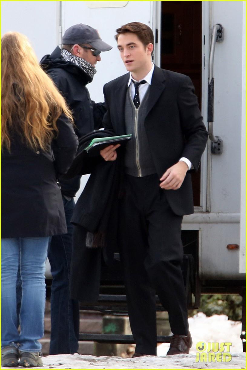 robert pattinson keeps filming on snowy life set 023074032