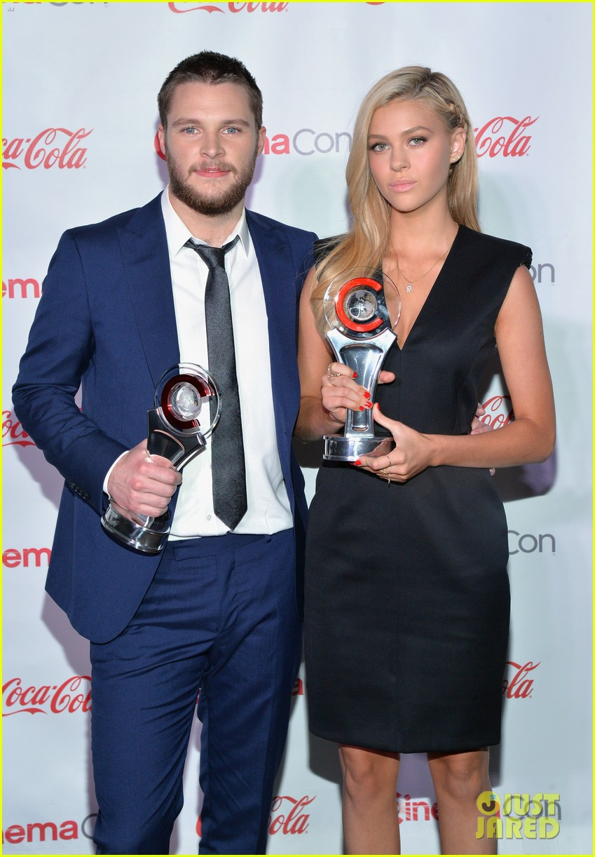 nicola peltz jack reynor cinemacon rising star of the year 033080419