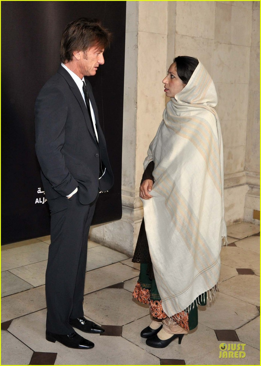 sean penn give special honor to noorzia faridi in dublin 053068276