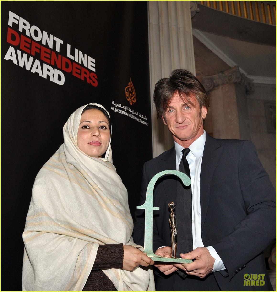 sean penn give special honor to noorzia faridi in dublin 093068280
