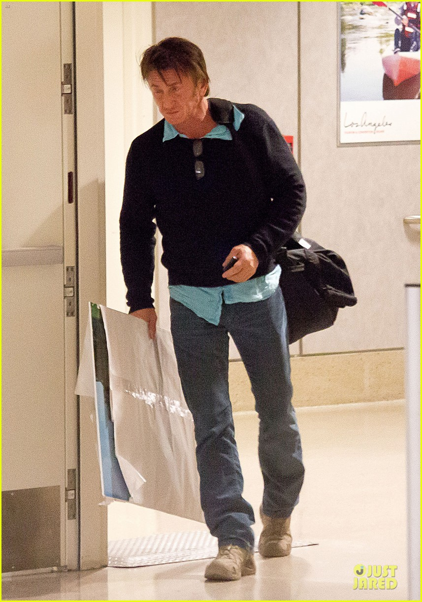 sean penn returns to lax with painting 05