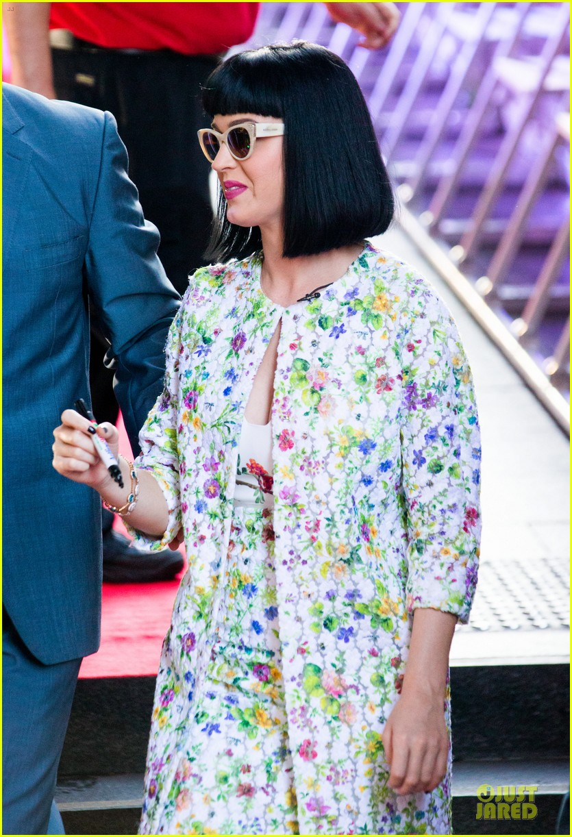 katy perry excites australian fans with her colorful spirit 113066210