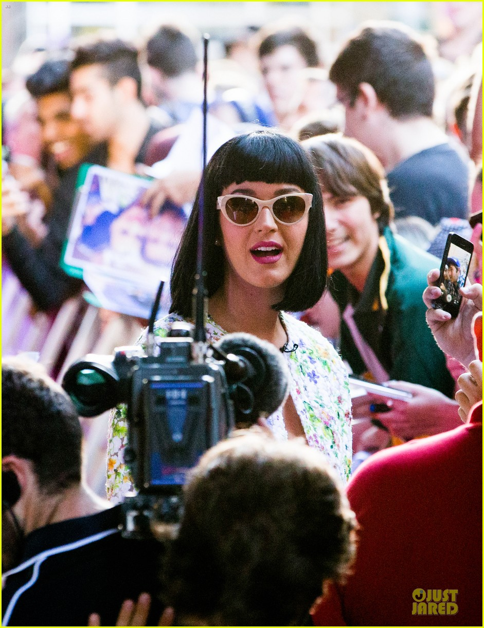 katy perry excites australian fans with her colorful spirit 123066211