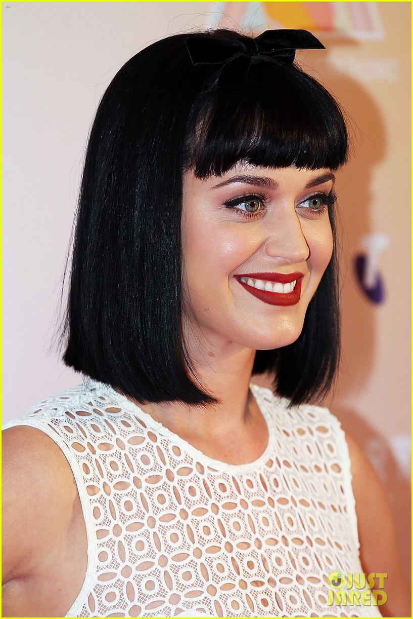 katy perry releases new dark horse remix for japan listen now 023065699