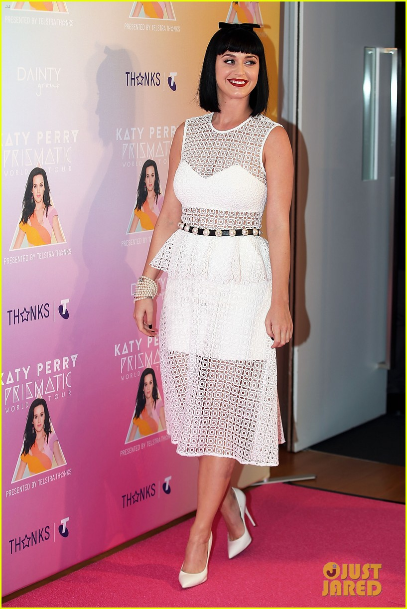 katy perry releases new dark horse remix for japan listen now 033065700