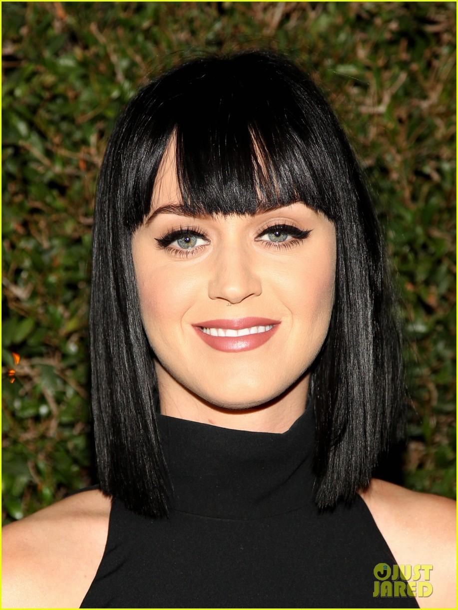 katy perry keeps it simple in black at moca gala 2014 02