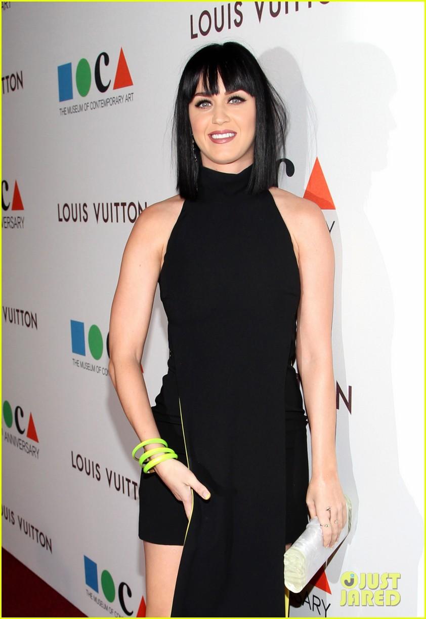 katy perry keeps it simple in black at moca gala 2014 043081370