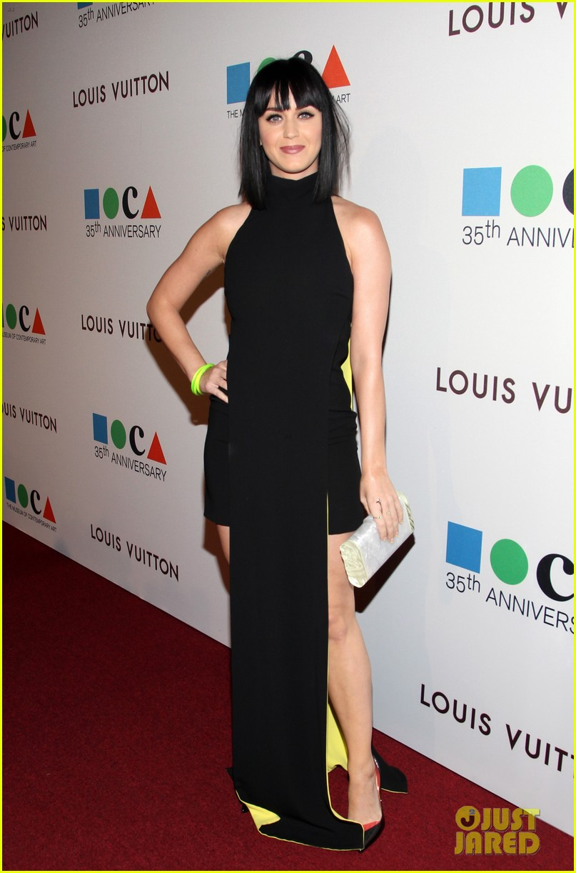 katy perry keeps it simple in black at moca gala 2014 063081372