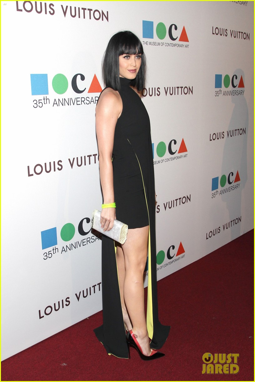 katy perry keeps it simple in black at moca gala 2014 07