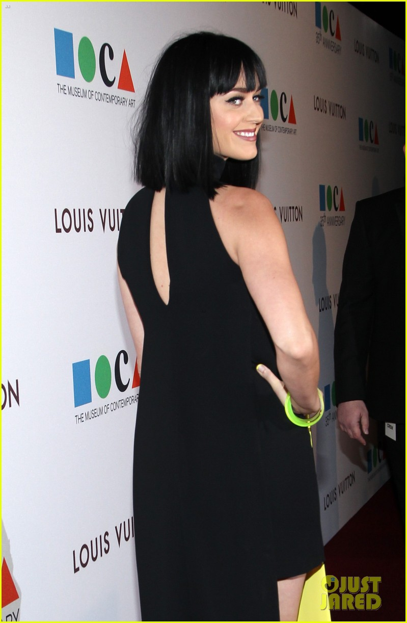 katy perry keeps it simple in black at moca gala 2014 08