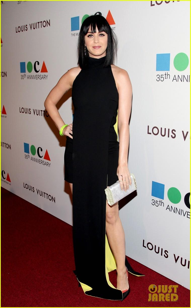 katy perry keeps it simple in black at moca gala 2014 093081375
