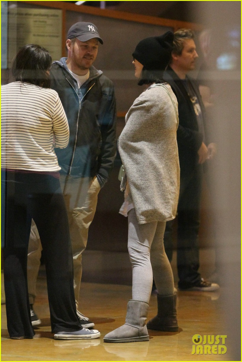 katy perry catches a movie with friends 293069378