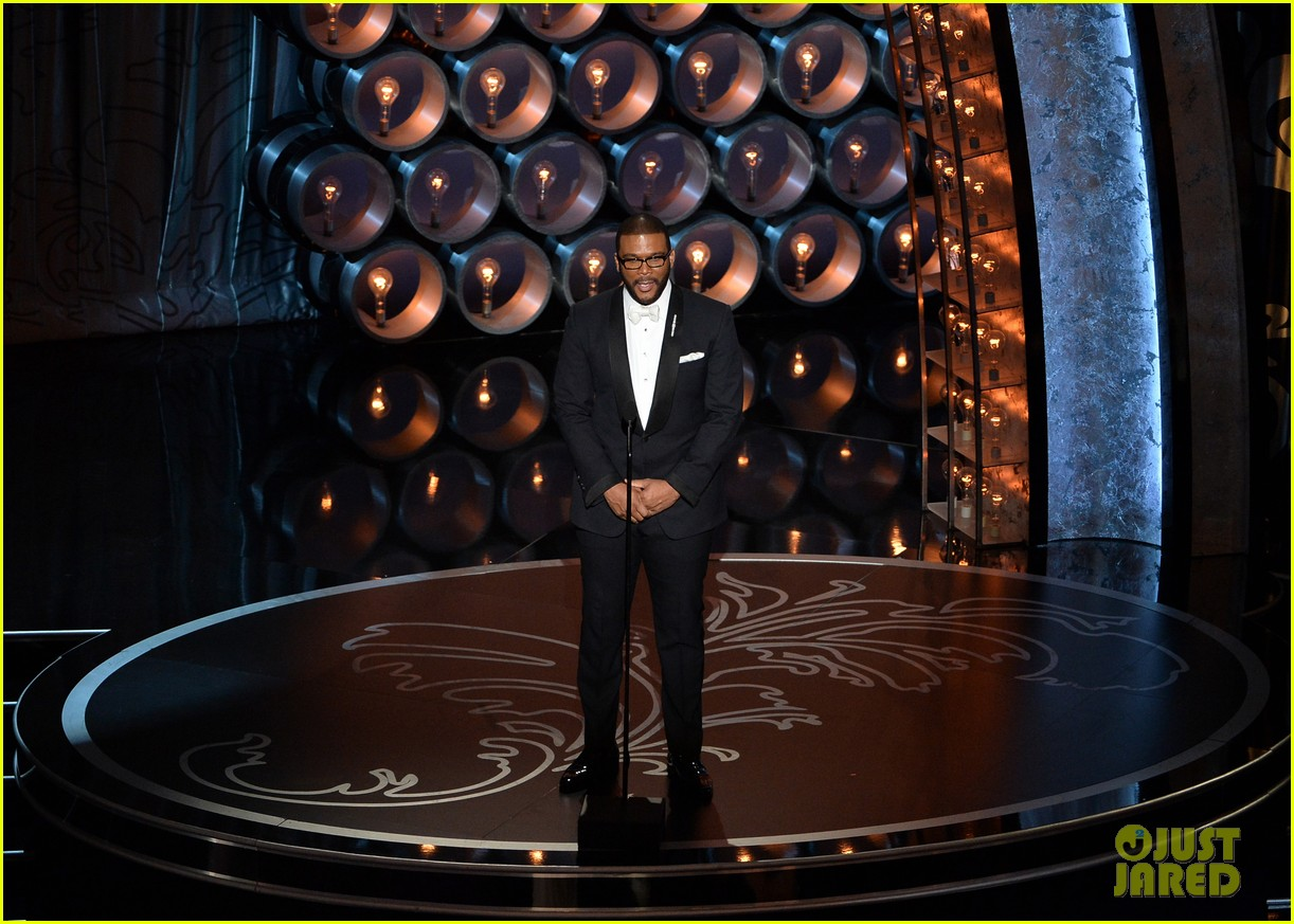 tyler perry presents at oscars 2014 043064182