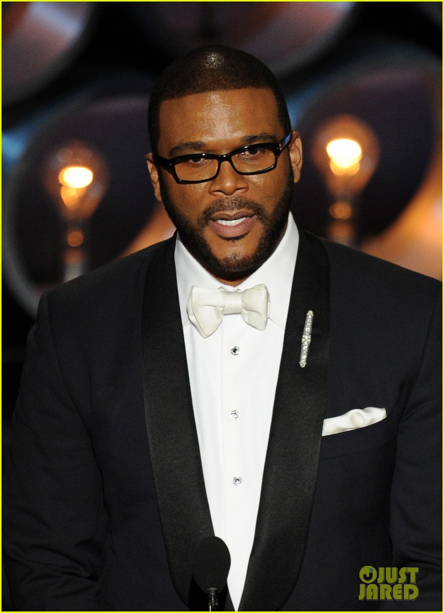 tyler perry presents at oscars 2014 05