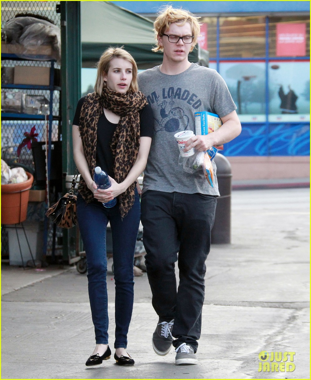 evan peters rests hand on emma roberts head 013069297