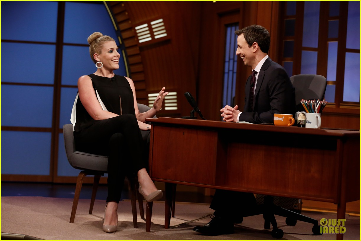 busy philipps wows us with black white show appearances 013069579
