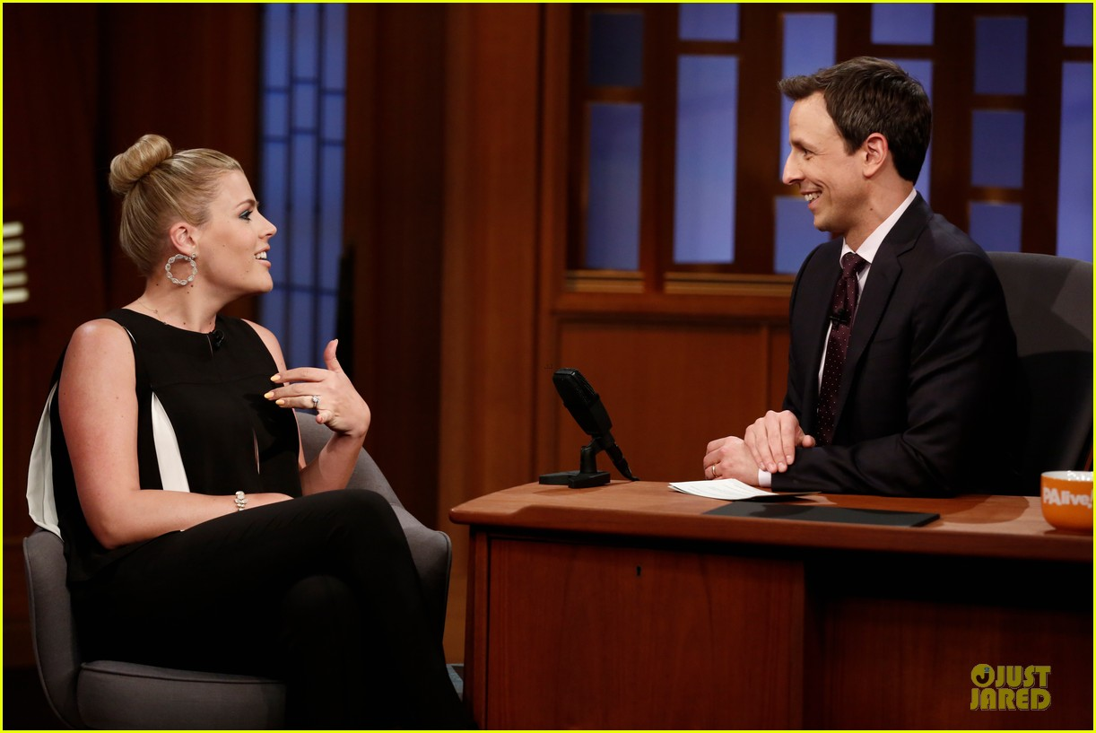 busy philipps wows us with black white show appearances 023069580