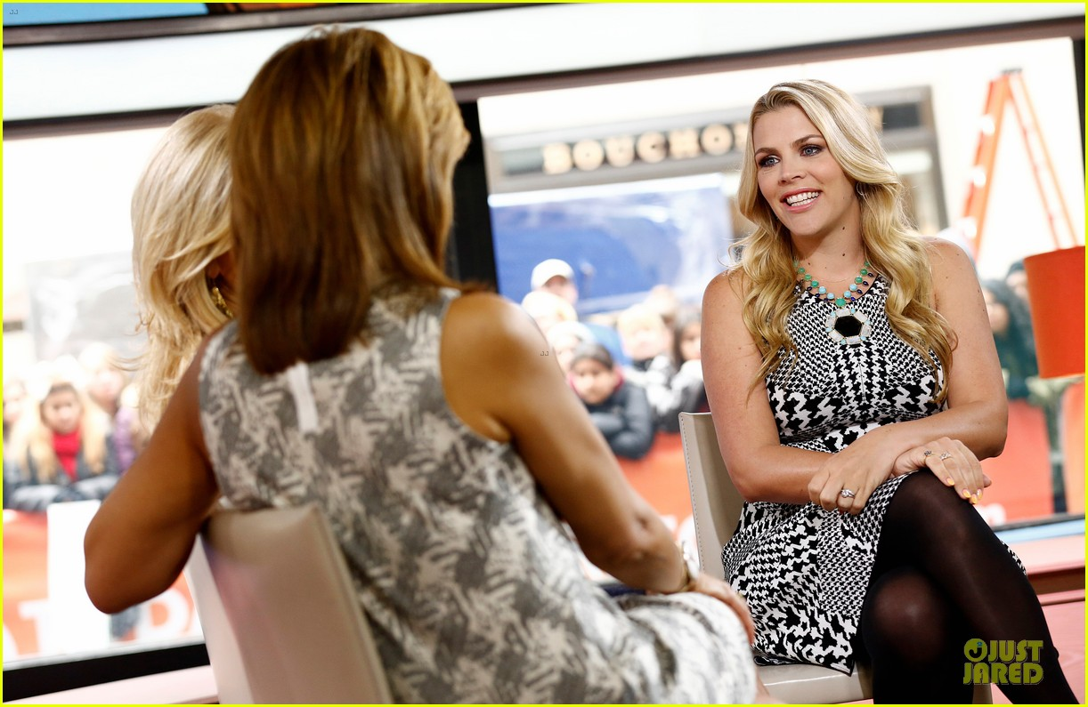busy philipps wows us with black white show appearances 043069582