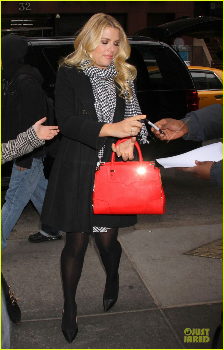 busy philipps wows us with black white show appearances 063069584