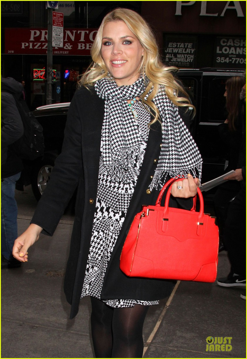 busy philipps wows us with black white show appearances 07