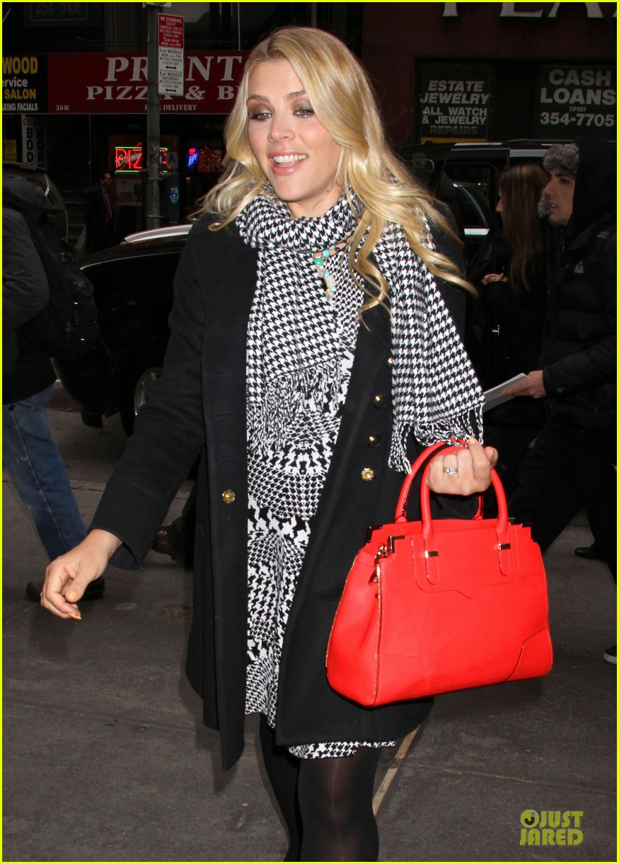 busy philipps wows us with black white show appearances 083069586