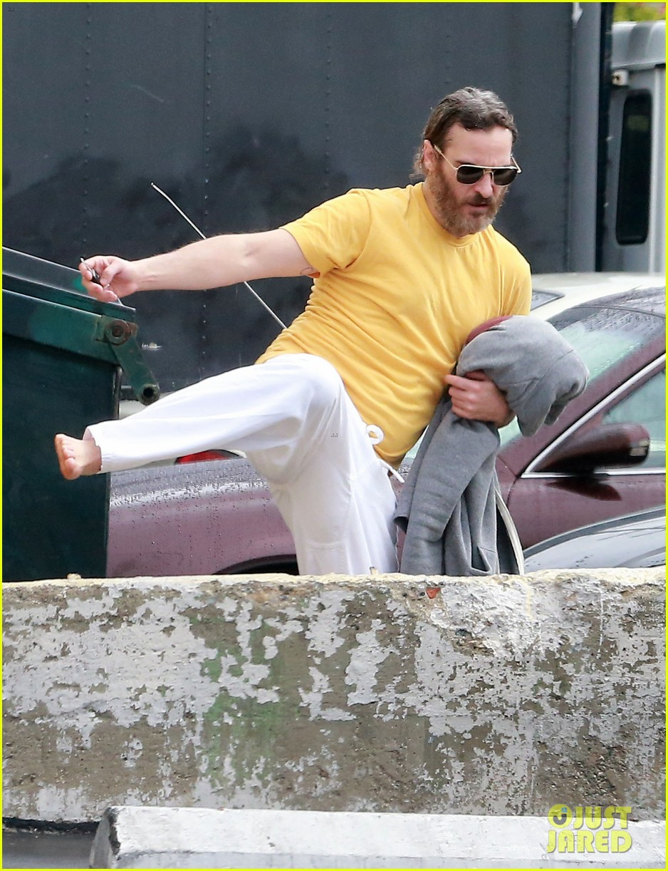 joaquin phoenix allie teilz take karate class on oscar sunday 033065840