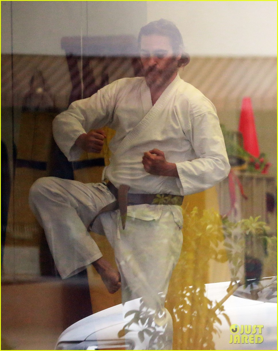 joaquin phoenix allie teilz take karate class on oscar sunday 063065843