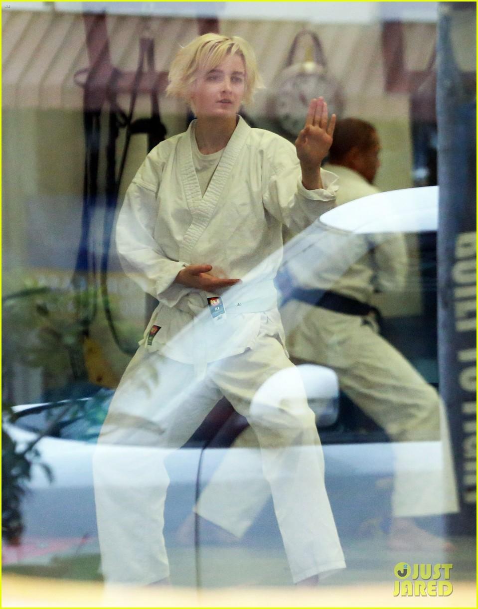 joaquin phoenix allie teilz take karate class on oscar sunday 073065844