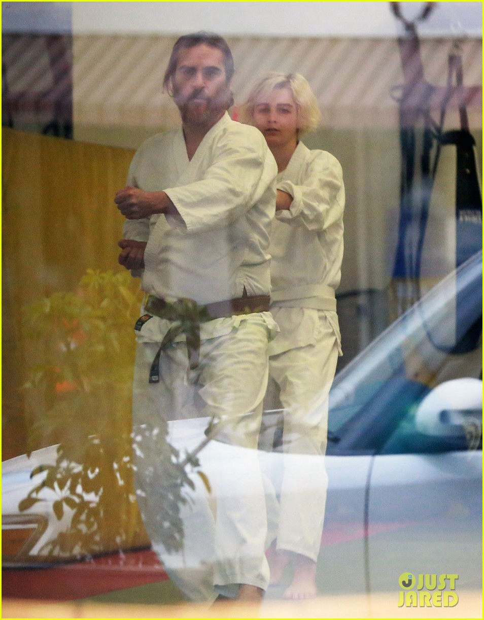 joaquin phoenix allie teilz take karate class on oscar sunday 113065848