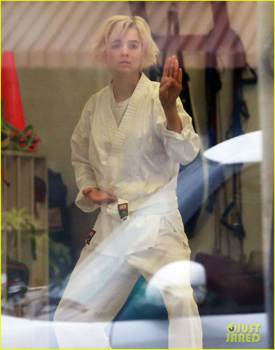 joaquin phoenix allie teilz take karate class on oscar sunday 133065850