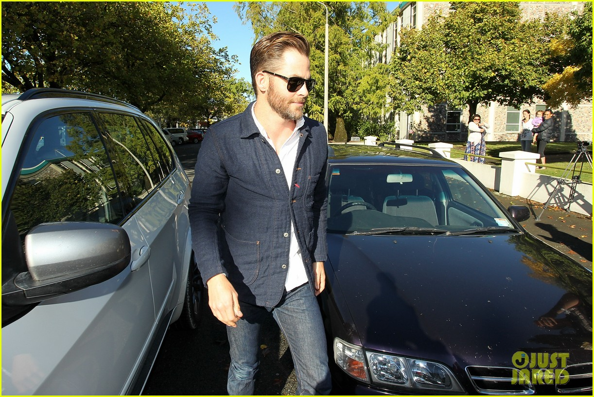 chris pine appears in court for dui arrest in new zealand 01