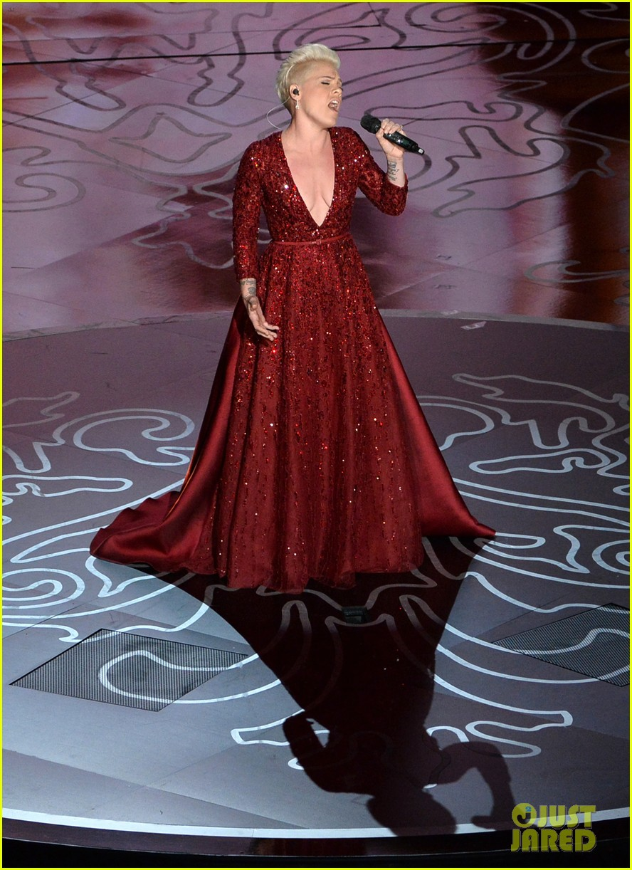 pink over the rainbow wizard of oz oscars 2014 watch now 053064137