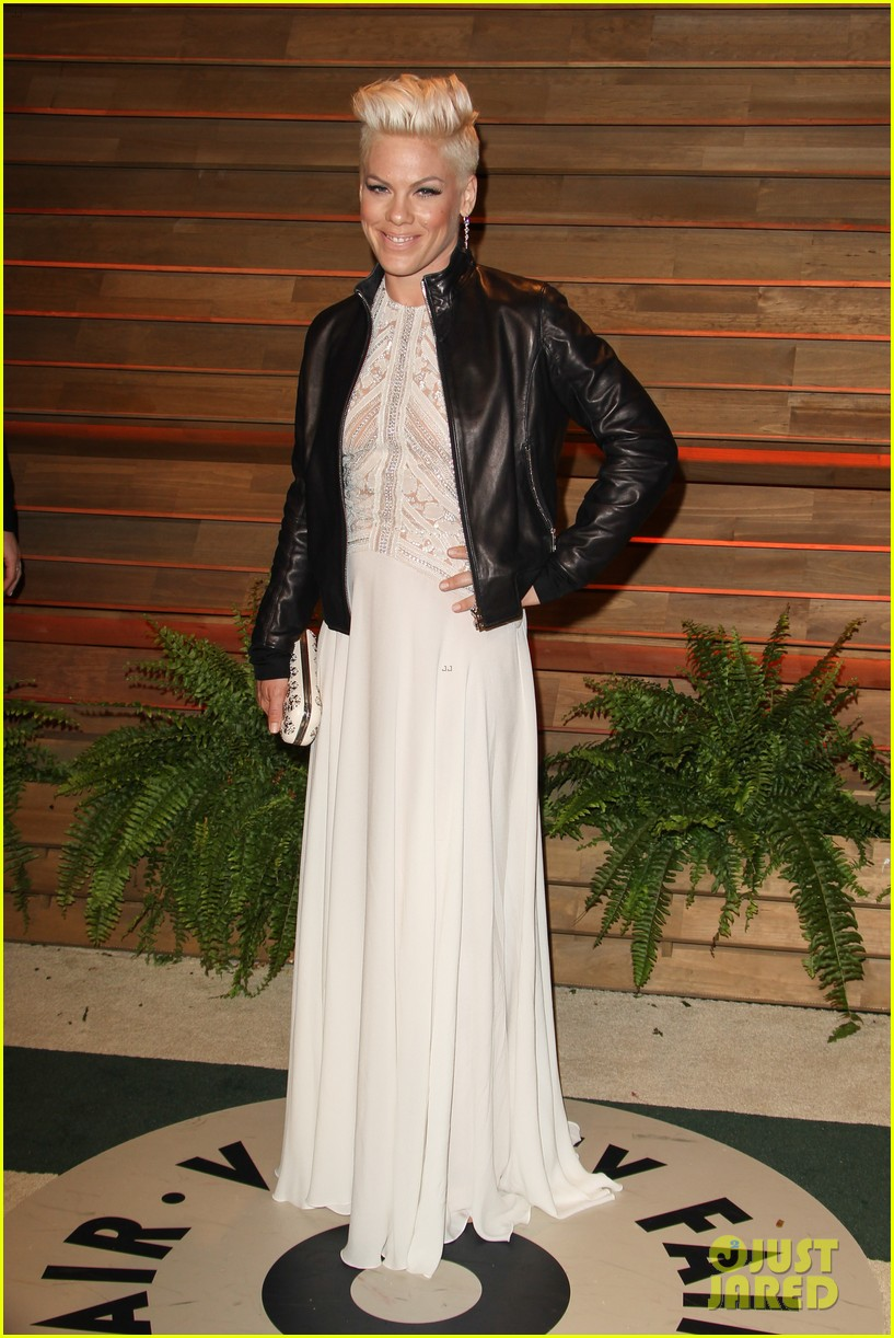 pink attends the vanity fair oscars party 2014 after performing 013064751