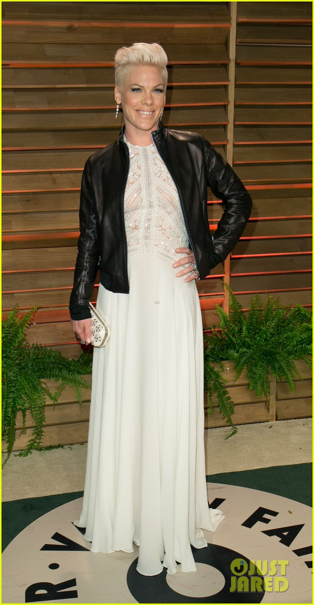 pink attends the vanity fair oscars party 2014 after performing 033064753