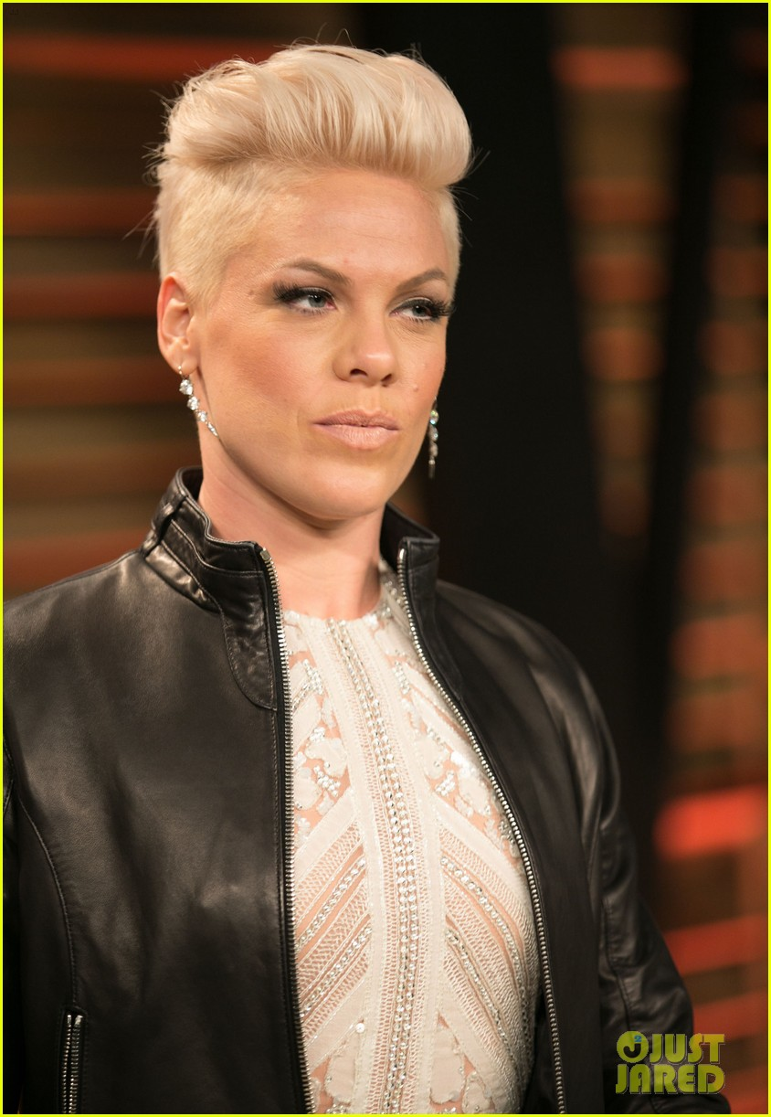 pink attends the vanity fair oscars party 2014 after performing 043064754