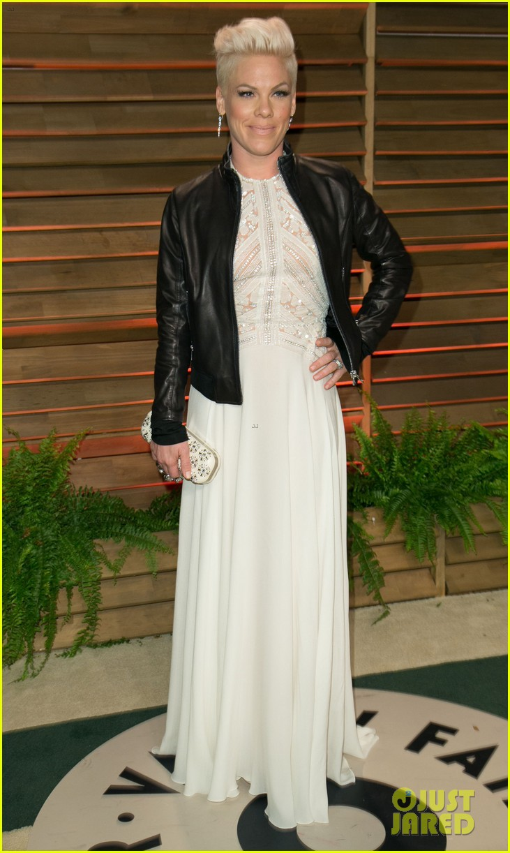 pink attends the vanity fair oscars party 2014 after performing 073064757
