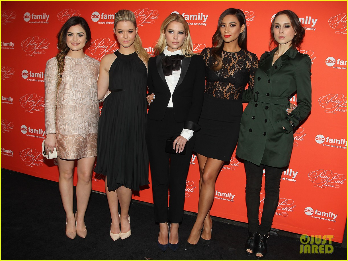 pretty little liars cast presents finale episode at nyc live read 033074580