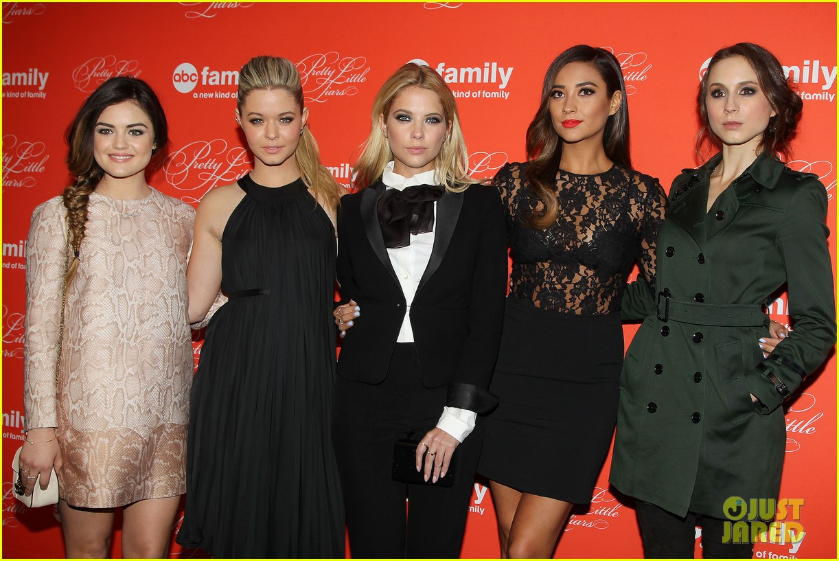 pretty little liars cast presents finale episode at nyc live read 063074583